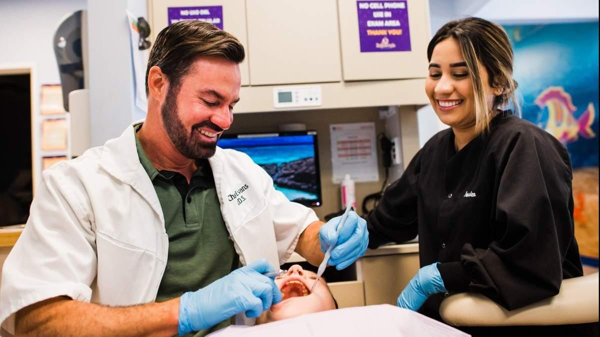 Як двоє друзів дитинства створили стоматологічний бізнес на млн. дол.