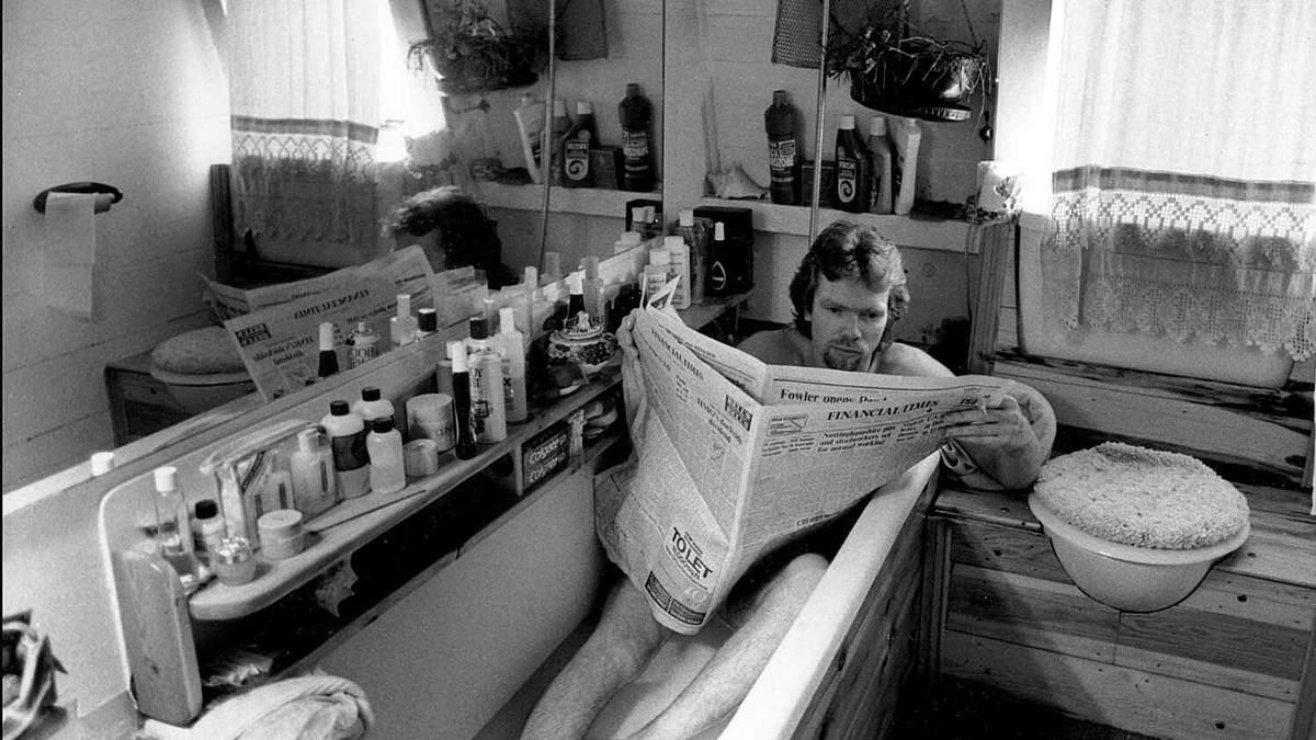 В гаражі, ванні та гамаку: де працюють Ілон Маск, Воррен Баффет й інші