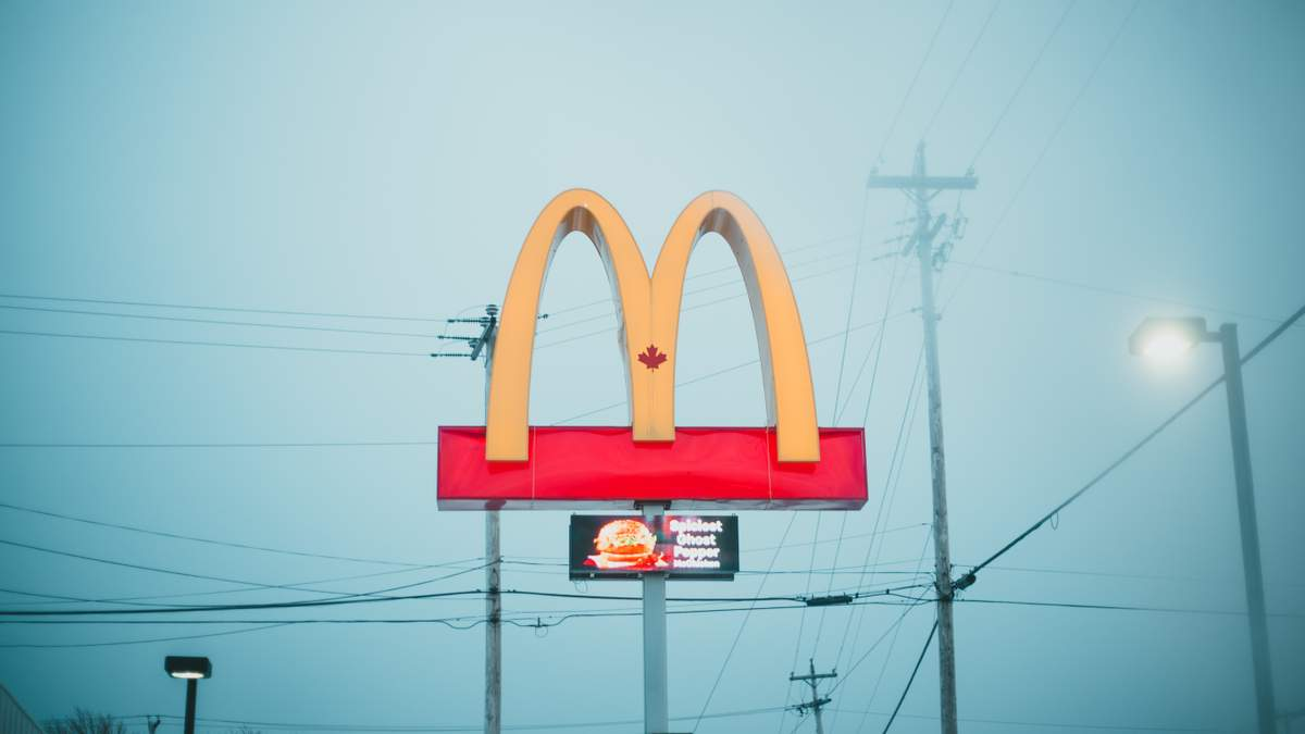 Ніхто не хоче працювати, – у McDonald's попросили вибачення через нестачу працівників