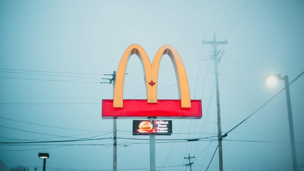 Никто не хочет у нас работать, – в McDonald's извинились за недостаток работников