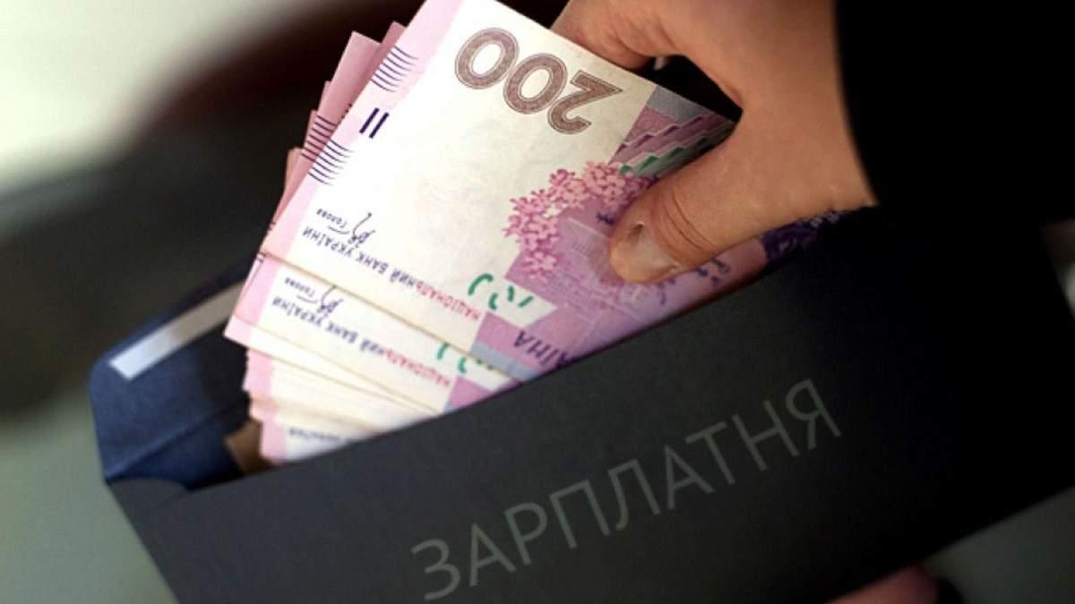 В каких отраслях украинцы больше уходят от налогов: инфографика