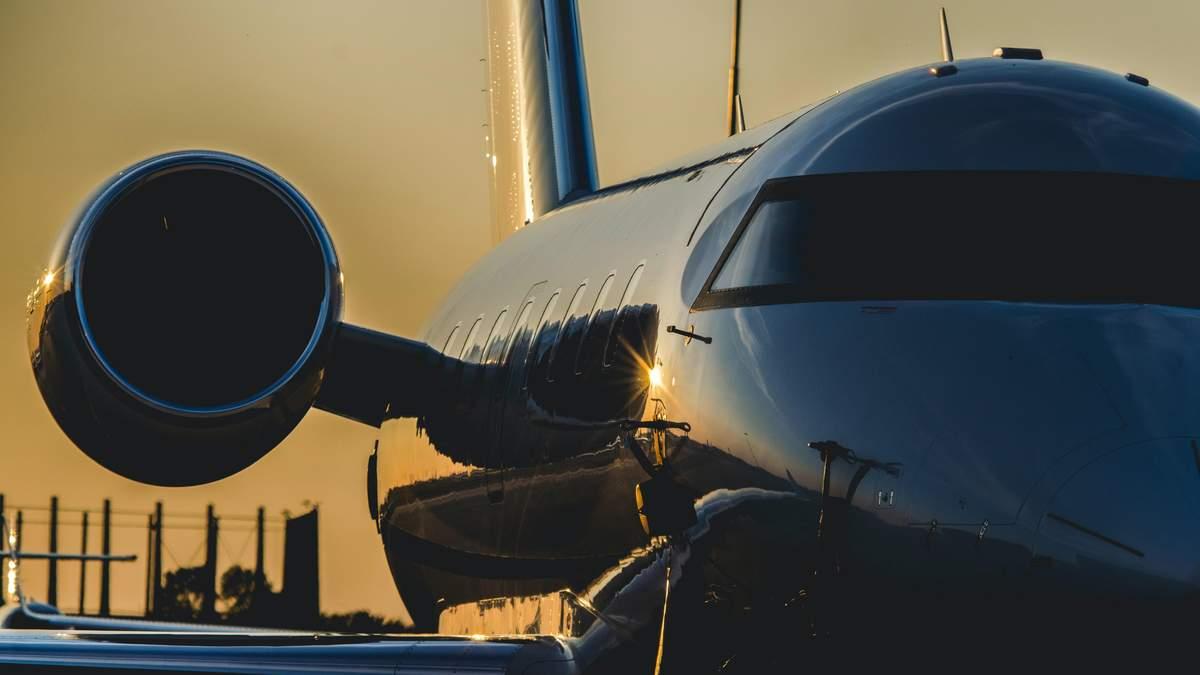 Убегают на частных самолетах: почему богатые люди Индии массово покидают страну
