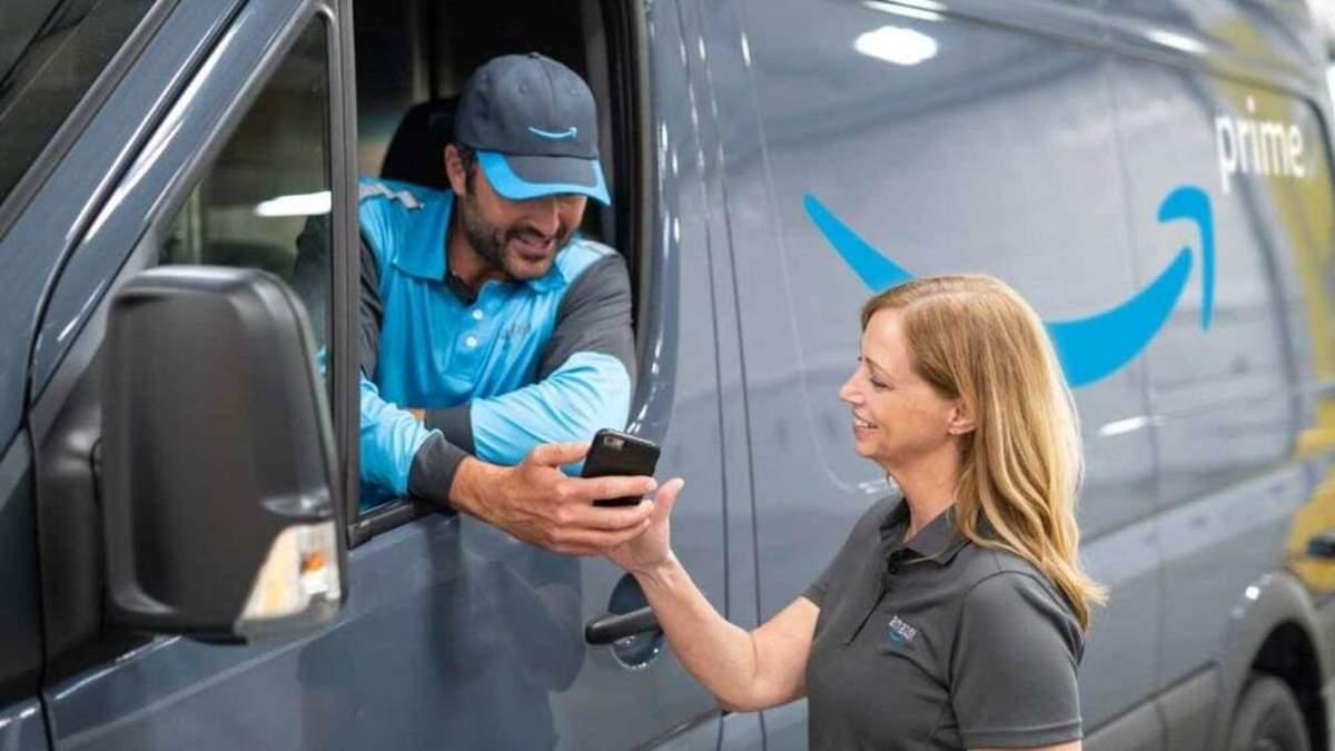 Amazon обирає водіїв за строгими вимогами: запах тіла і догляд