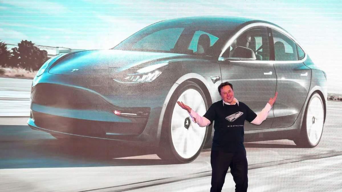 Ілон Маск на відкритті заводу Tesla у Китаї