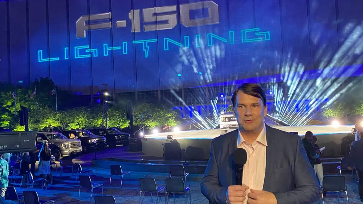 Гендиректор Ford Джим Фарли на презентации F-150