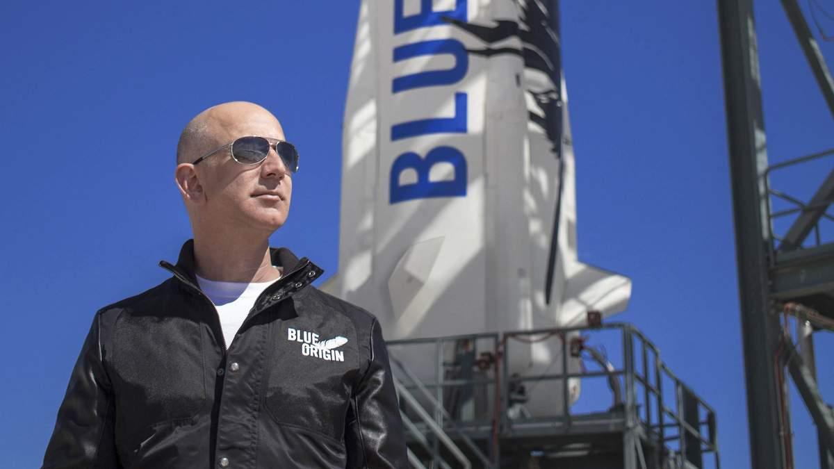 Джефф Безос на стартовій площадці Blue Origin