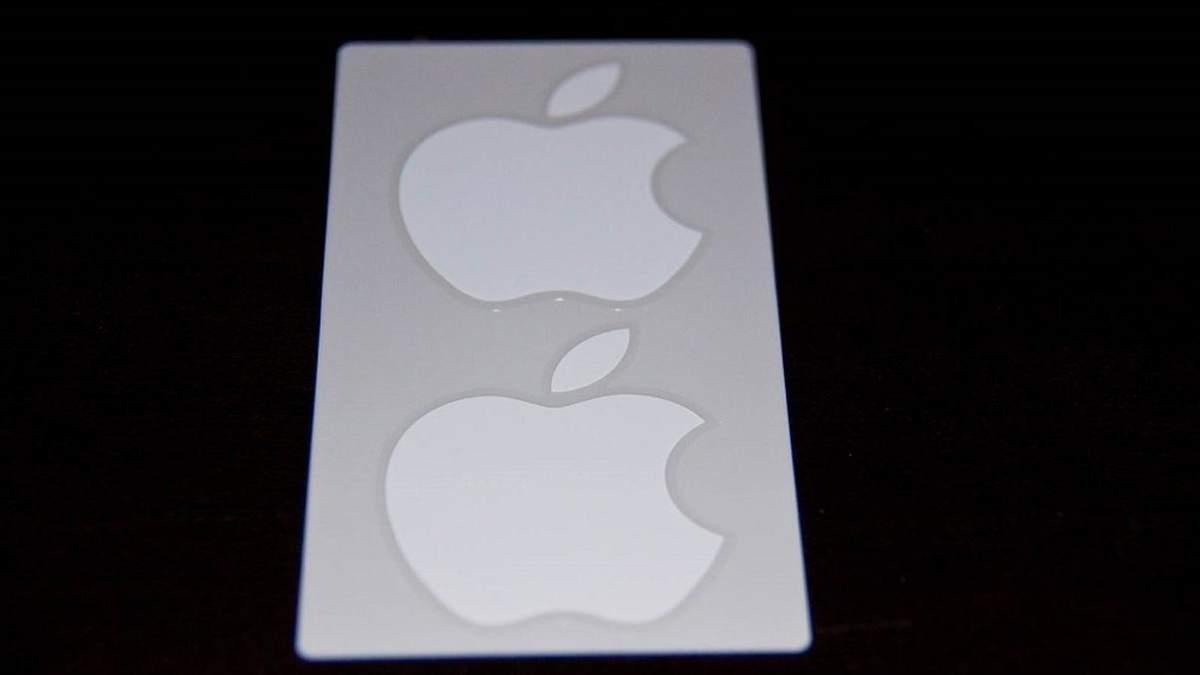 Наклейки від Apple: є 2 причини, чому їх дають у комплекті