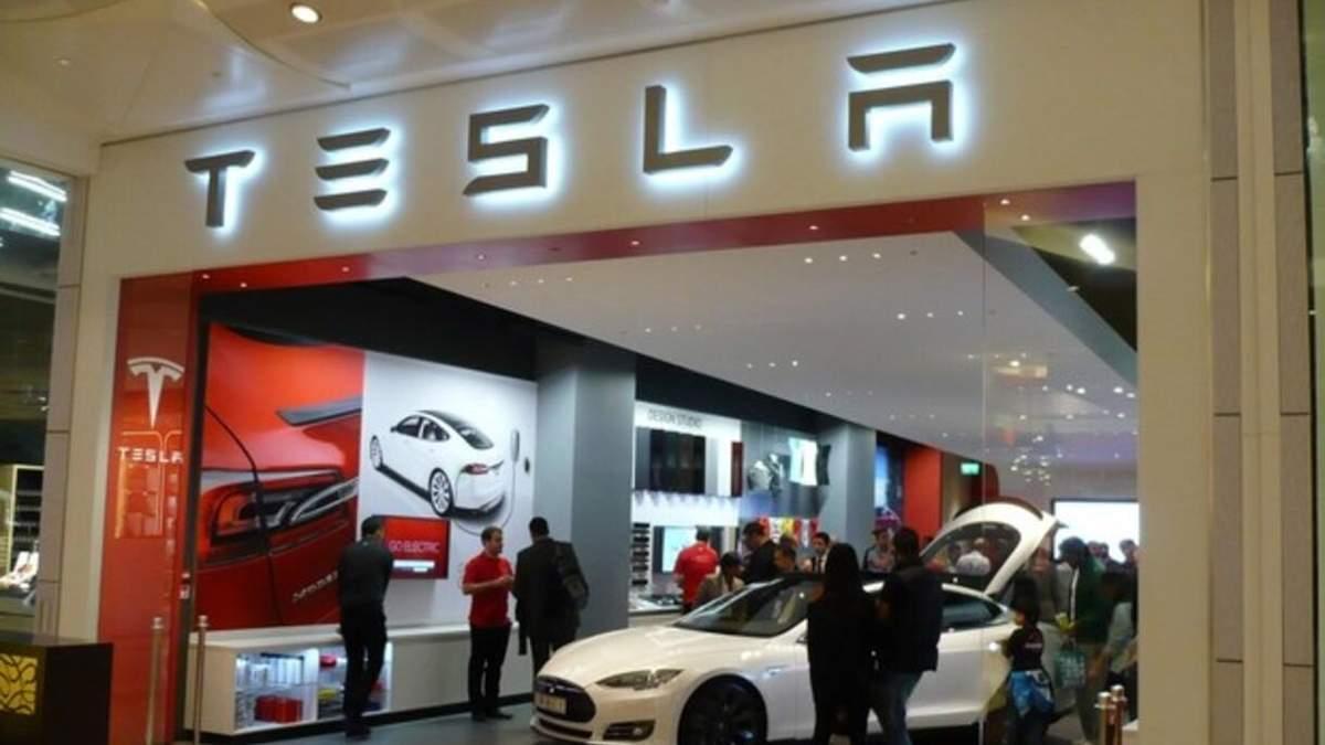 Tesla відкликає майже 300 тисяч автомобілів у Китаї: причина
