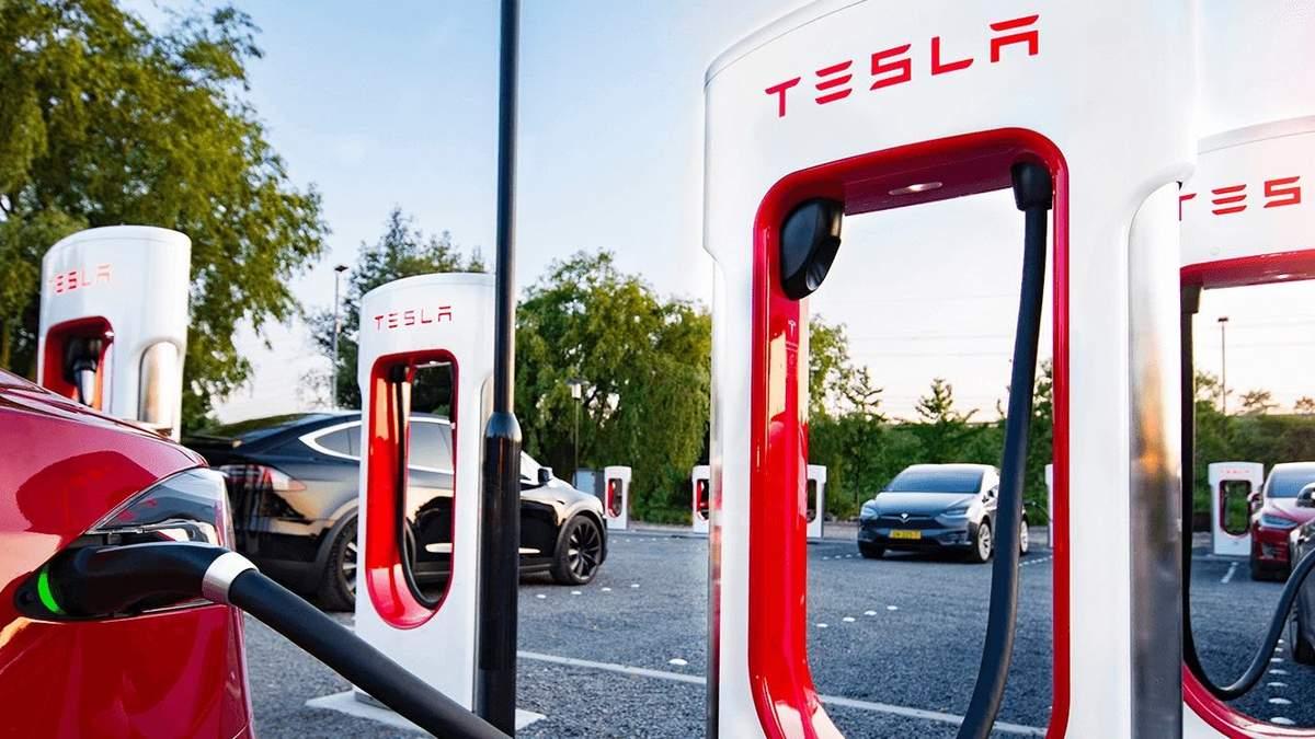 Tesla обвиняют в обмане покупателей