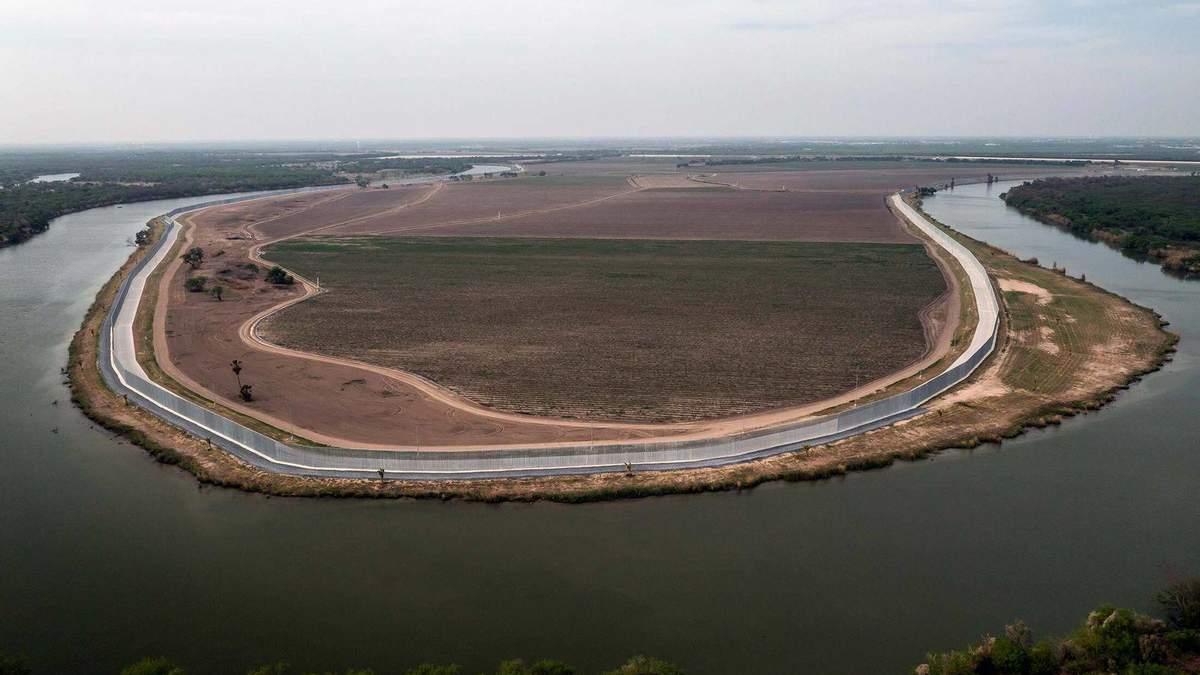 Продається стіна на кордоні США та Мексики