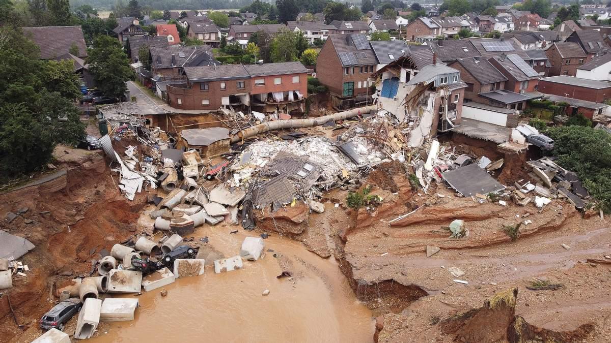 Из-за наводнений невозможно доставить товары