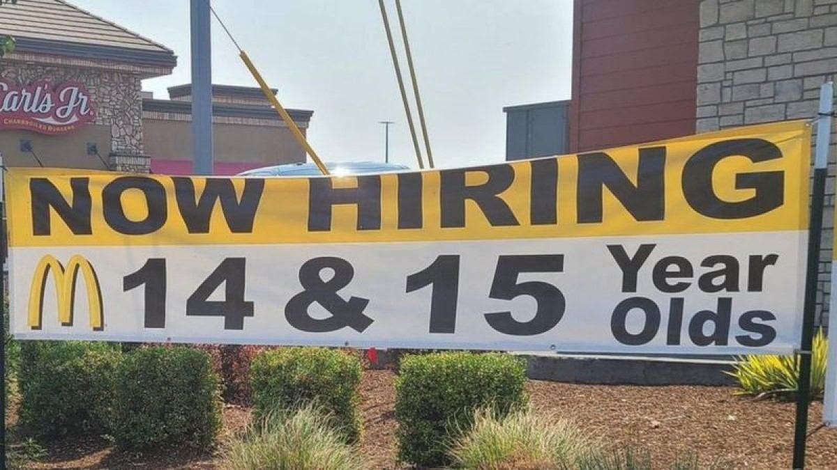 Баннер о найме подростков на работу в McDonald's