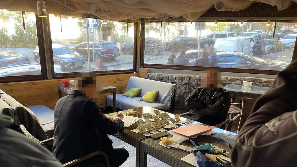 Чиновник из КГГА требовал взятки от предпринимателей