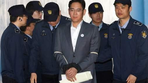 Главу Samsung, осужденного за взятки, досрочно выпускают на свободу