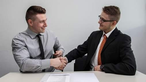 Зарплаты в конвертах и никаких гарантий: почему украинский бизнес не трудоустраивает официально